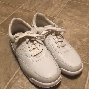 Rockport White Shoes Mismatched
